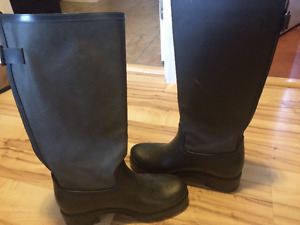 Dark Green Rain Boots - Call It Spring - SIZE 8