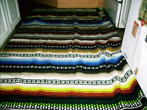 EXTRA LARGE VINTAGE MEXICAN 100 % WOOL BLANKET
