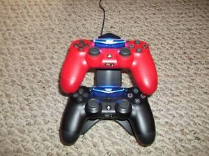 2 Ps4 Controllers with Charging Dock