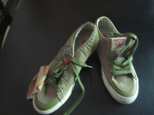 2 new pairs of True Reigion, sizes 8 and 9
