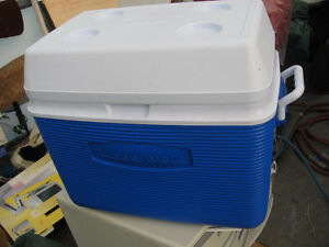 Rubbermaid cooler and thermos bottle as new