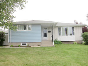 Great family home! Seller movitvated & open to resonable offers!