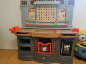 Kids home depot work station with accessories