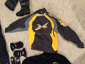 New ski doo suit, gloves, bad and boots
