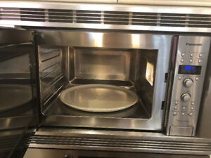 Panasonic Convection Microwave oven with trim kit
