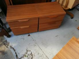 2xbedside cabinets