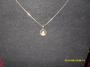 "10kt yellow gold ""Virgin Mary"" Pendant (Chain not included)"
