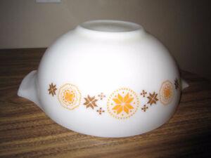 Large Pyrex Cinderella bowl London Ontario image 2