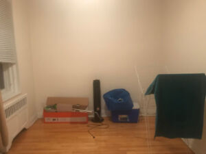 room for rent on monthly bases -chambre a louer mensuellement