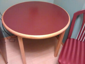36 inch round oak table with burgundy top with 4 chairs Prince George British Columbia image 1