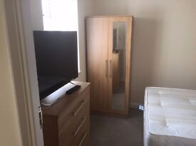 Stunning Large Double Room available for immediate move/Belmont circle,KENTON LANE/ HARROW-£130/WEEK