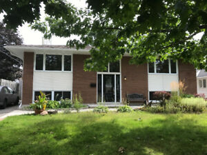 (MOONEY'S BAY) SPACIOUS 4 BED 2 FULL BATH SINGLE HOME!!