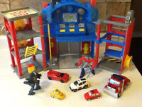 TRANSFORMERS ELECTRONIC FIRE STATION WITH EXTRAS
