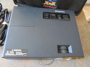 ViewSonic PJ358 Multimedia LCD Projector 2000 ANSI HD 1080i