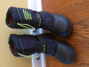 Boys size 6 winter boots