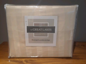 GREAT LAKES Queen Size Bedsheet Set, BRAND NEW!