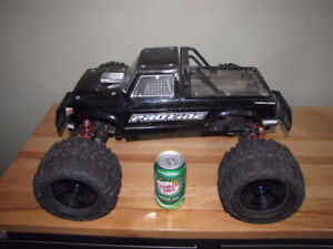 RC 1/8 scale 4WD Monster truck in excellent condition