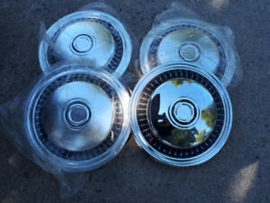 Hubcaps FROM VINTAGE AND ANTIQUE CARS. COOL DECOR SIGNAGE