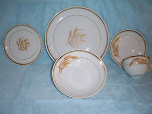 HYCROFT CANADA 22K GOLD / 9 PIECE, GOLDEN WHEAT PATTERN CHINA SE