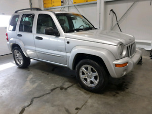 Fully loaded 4x4 Jeep Liberty low kms!
