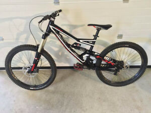 Very good condition 2013 Specialized status 1 Dh bike