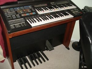 Yamaha Electone MC-600T (old school keyboard/two level piano)