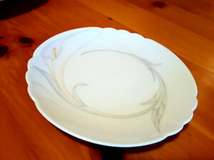 China in perfect condition, extra place setting (9), serveware.
