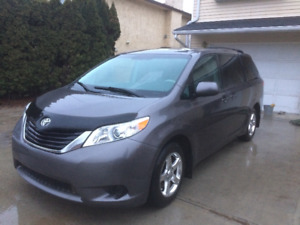 2011 Toyota Sienna LE Minivan *MUST SEE, GREAT DEAL, LOW KMS*