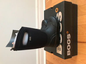 Brand new Bogs kids classic black winter boots size 10