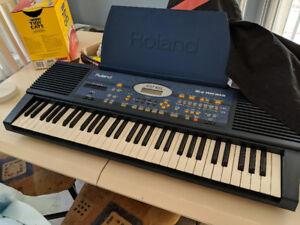Clavier Roland EM-20 avec possibilité de pédalier