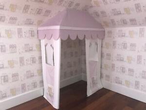 Rideaux et décoration chambre fille