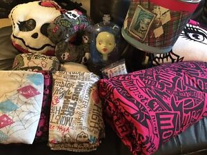 Monster High Twin bedding and bedroom decor