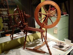 Spinning Wheel- Great Condition Cambridge Kitchener Area image 1