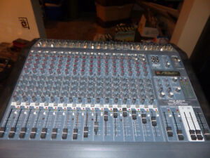Peavey 16 channel mixer