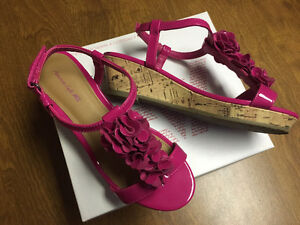 AMERICAN EAGLE Sz 1.5 Youth Pink Girls Sandals