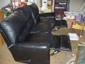 COUCH FULL SIZE LEATHER WITH RECLINERS