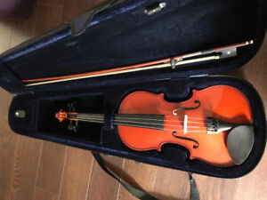 Violin hardly used