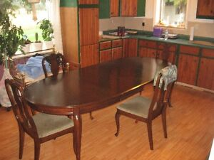 dining table, leafs and 5 chairs