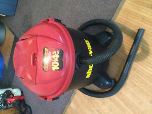 Aspirateur à déchets sec et humide de marque SHOP-VAC