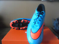 NIKE SOCCER CLEATS/ SOULIERS A CRAMPON NIKE