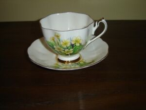 England 5743 yellow flower cup and saucer VGU