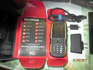 Sonim XP1520 BOLT SL for Telus Wireless Service - SIMS included