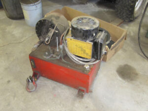 Machine pour fabrication hose