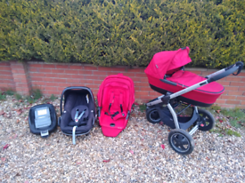 Maxi Cosi Mura Plus travel system with pebble car seat and isofix base