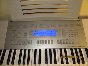 Casio WK-225 Keyboard with Stand