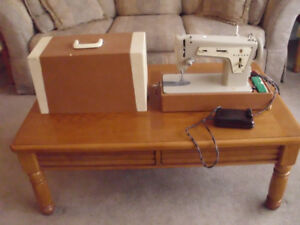 SINGER SEWING MACHINE MODEL 237 AND CARRYING CASE RUNNING