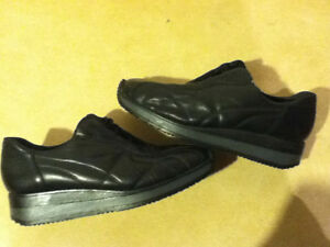 Women's Rieker Leather Shoes Size 7.5 London Ontario image 1