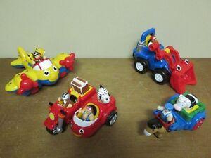 1 avion 1 tracteur 1 moto et 1 fermier conduit sa charette