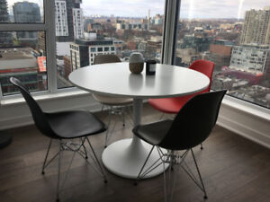 Round Table + 4 chairs pack
