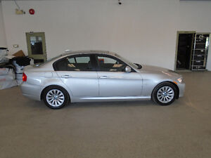 2009 BMW 323i LUXURY SEDAN! 6SPD! ONLY 109,000KMS! ONLY $11,900!